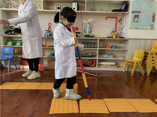 郑州童瞳眼科医院在市实验幼儿园开展爱眼护眼活动