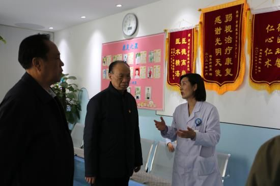 郑州市关工委主任刘振中到郑州童瞳眼科医院调研指导关心下一代工作