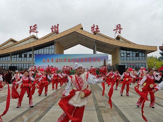 超火爆!绒言绒语萌物军团延妮儿亮相延安首届牡丹文化节