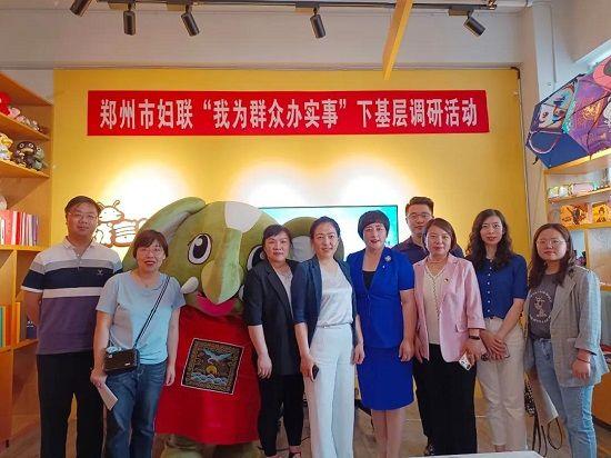 郑州市妇联副主席刘翠柳走进绒言绒语调研妇联工作