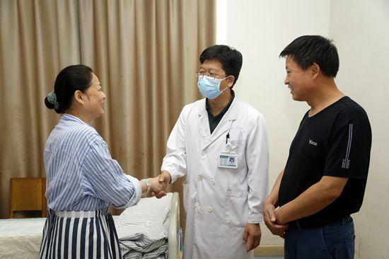 被骶前囊肿折磨32年 终遇仁医妙手除病痛