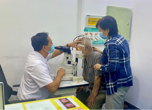 疫后重啟 眼科泰斗張效房教授蒞臨鄭州童瞳眼科醫院指導工作