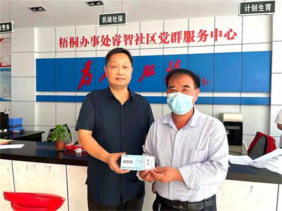 郑州童瞳眼科医院为社区抗疫志愿者送去爱眼护眼消费券