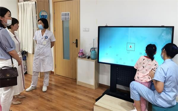 郑州童瞳眼科医院迎来智博商学院访问团